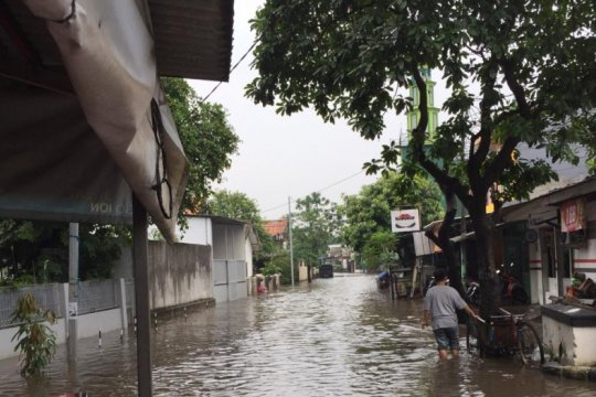 Kompleks polisi tergenang luapan Kali Mampang