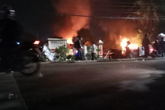 Dua polisi jadi korban aksi penyerangan terhadap Polsek Ciracas