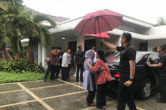 Jokowi makan siang di rumah JK di Makassar