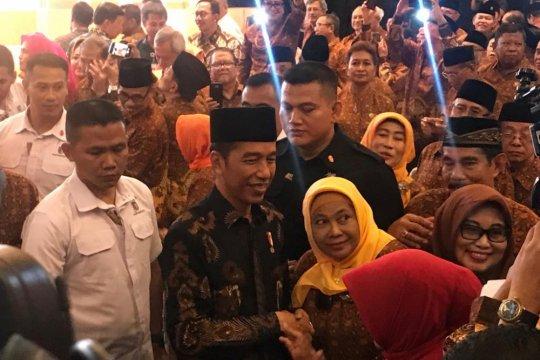 Jokowi membangun citra politik di mata emak-emak