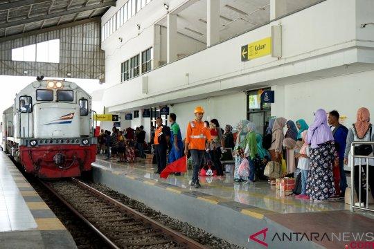 Volume penumpang Natal di stasiun Daop 7 Madiun naik