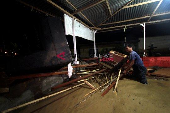 Kepanikan landa warga saat banjir terjang Desa Dungaliyo-Gorontalo