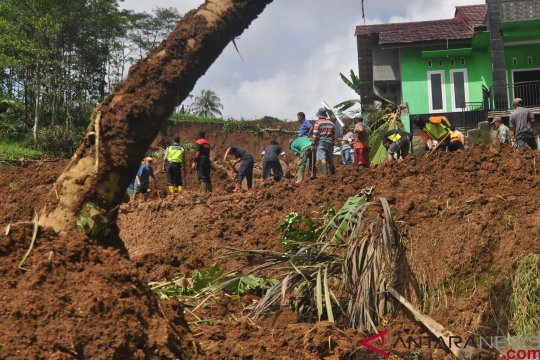 Kakek korban longsor ditemukan setelah 4  hari pencarian
