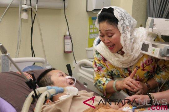 Titiek Soeharto jenguk Shinta di RS Polri