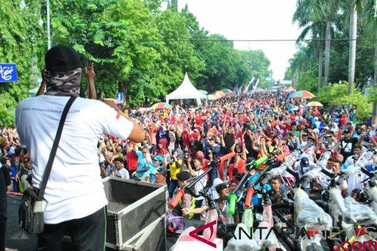 Galang solidaritas, relawan Jokowi gelar jalan sehat di Bojonegoro