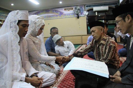 Tahanan narkoba Polres Jakbar nikahkan putrinya