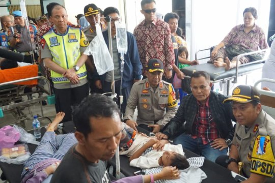 Kapolda Lampung jenguk korban tsunami di RSUD Bob Bazar