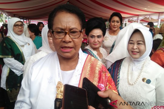Istri para menteri nyanyikan lagu Bunda meriahkan peringatan Hari Ibu