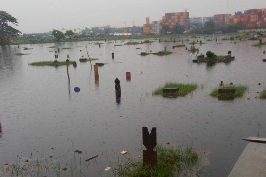 TPU Semper Jakarta Utara tergenang