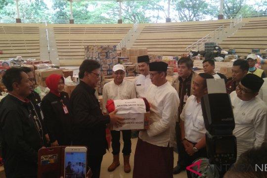 Mendagri serahkan bantuan korban tsunami kepada Gubernur Banten