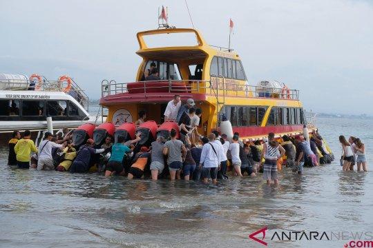 Kapal penumpang kembali kandas di Selat Bali