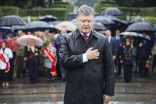 Mantan presiden Ukraina Petro Poroshenko terpapar virus corona