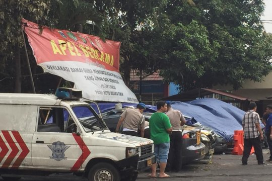 Mobil eks perusakan Ciracas dievakuasi ke Pancoran