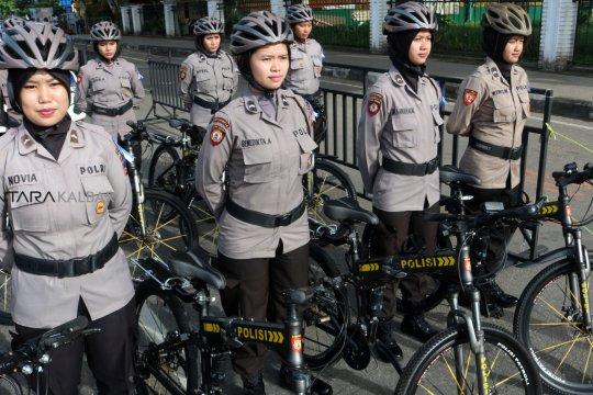 Polwan Polresta Pontianak kenakan kebaya peringati Hari Kartini