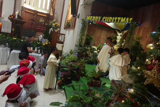 Pastor Gereja Santo Yoseph Matraman doakan korban tsunami Selat Sunda