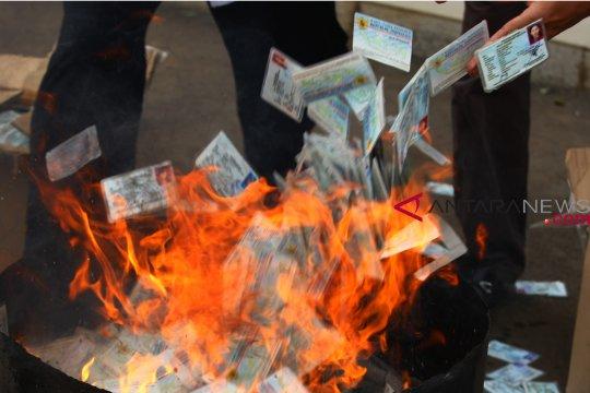 5.700 KTP elektronik rusak dimusnahkan di Dumai