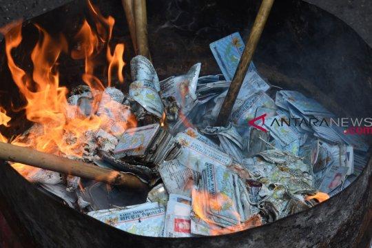 Dispendukcapil Situbondo musnahkan ratusan KTP-e rusak