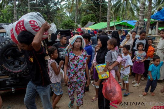 Ratusan warga Gorontalo mengungsi akibat informasi tsunami
