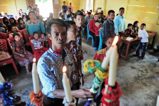 Perayaan Natal Suku Anak Dalam