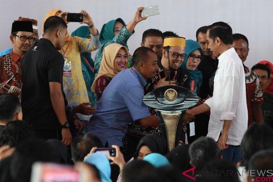Jokowi: jangan main-main dengan dana desa