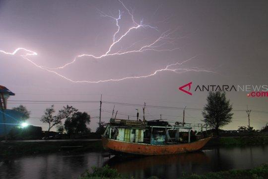 BMKG: Waspada potensi hujan dan petir di Jakarta Kamis Siang