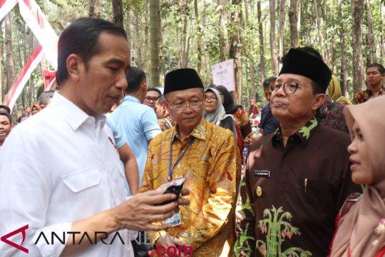 Presiden Jokowi bagikan 6000 sertifikat tanah di Jambi