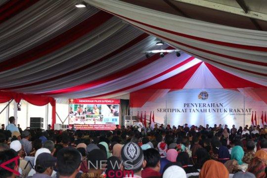 Presiden Jokowi bagikan 6.000 sertifikat tanah di Jambi