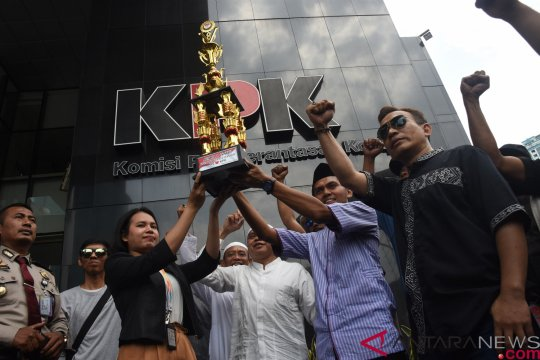 Aksi Apresiasi KPK OTT Bupati Cianjur