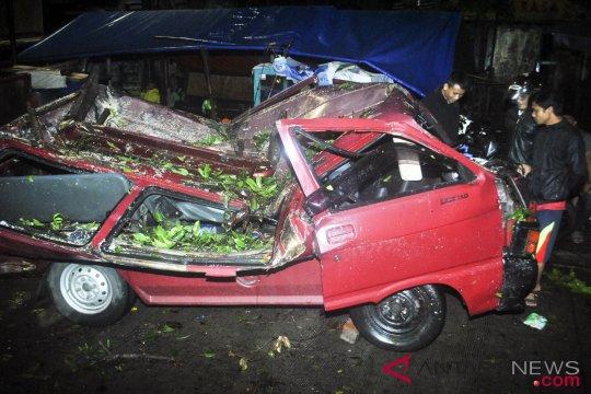 Angin Puting Beliung Bogor
