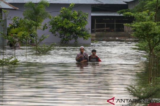 Tim SAR temukan jasad warga yang terseret banjir di Kampar