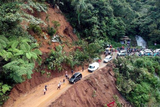 Jalur Padang-Solok sudah bisa dilalui kendaraan