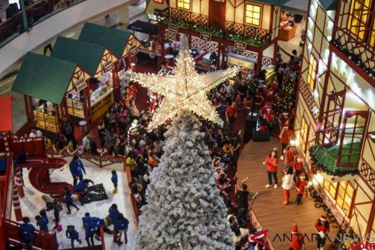 Suasana Natal di Mal