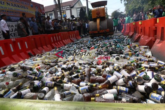 Polisi Surabaya sita ribuan botol minuman keras