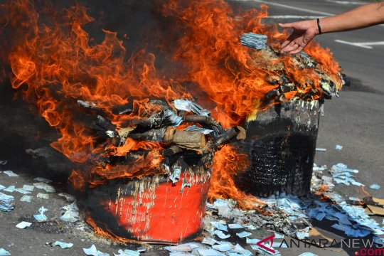 13.318 KTP elektronik rusak di Pekanbaru dimusnahkan