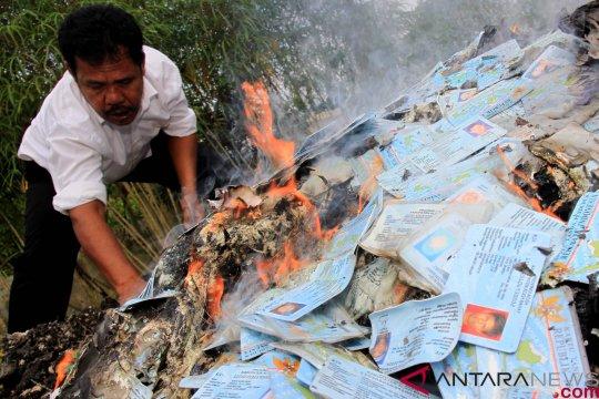 Pemkot Sorong musnahkan ribuan KTP elektronik rusak