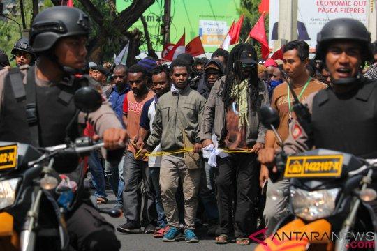 Polisi bubarkan aliansi mahasiswa Papua di Surabaya