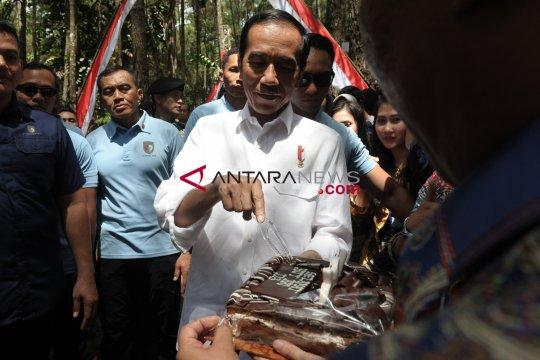 Di Jambi, Presiden Jokowi borong produk petani