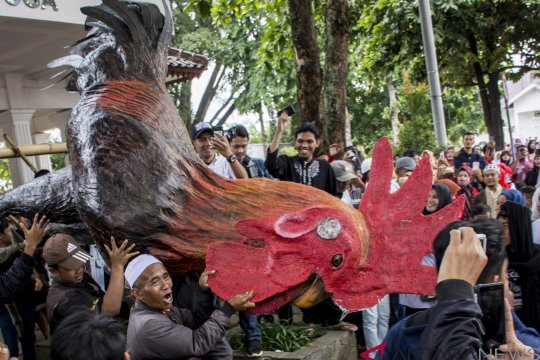 Warga Rayakan Ditangkapnya Bupati Cianjur