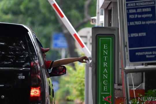 Pengamat: Kurangi pembelian kendaraan dan naikkan pajak
