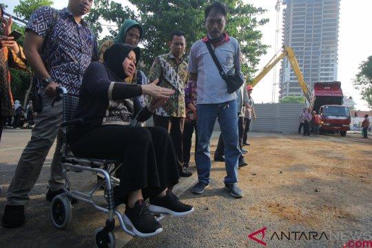 Jalan ambles di Surabaya mulai diaspal