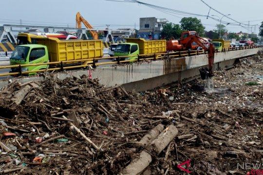Sampah Sungai Banjir Kanal Timur Semarang