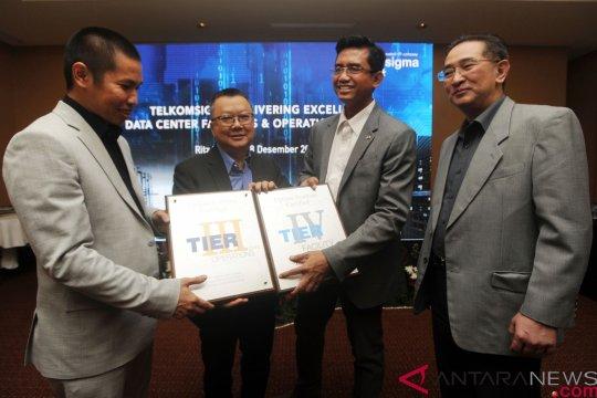Telkomsigma Terima Sertifikat Standar Data Center
