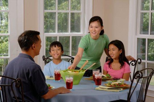 Ibu berperan penting membentuk kebiasaan makan anak
