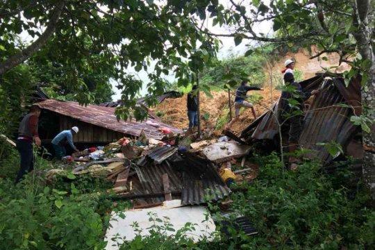 Pencarian korban longsor Toba dihentikan karena hujan lebat