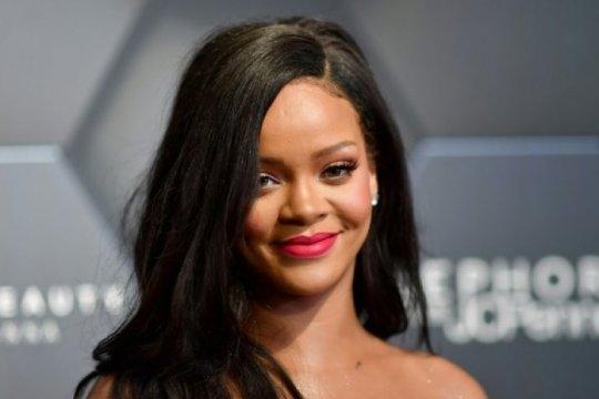 Rihanna minta maaf karena pakai hadist Islam di peragaan pakaian dalam
