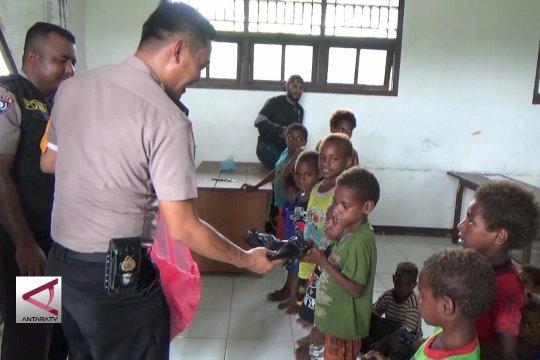 Agar pelajar di Papua terbantu 'Polisi Pi Ajar'