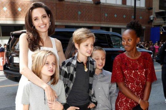 """Angelina Jolie putuskan main """"The Eternals"""" karena pengaruh anak"""