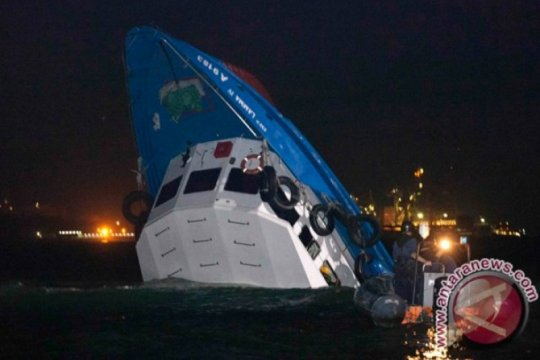 Tiga awak hilang setelah tabrakan kapal kargo, kapal tanker Jepang