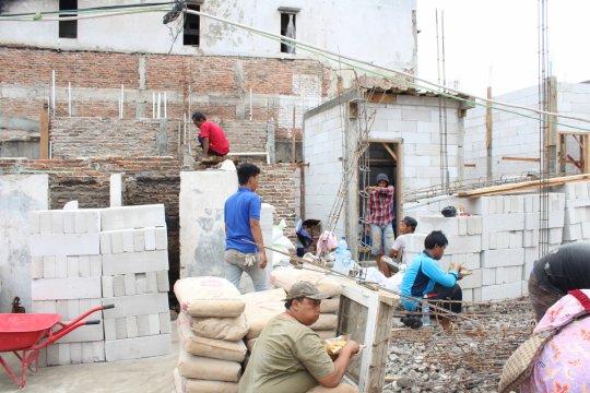 Korban kebakaran Jelambar mulai bangun rumah kembali