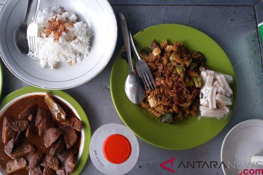 Rumah makan menu jengkol hadir di Jakarta Timur